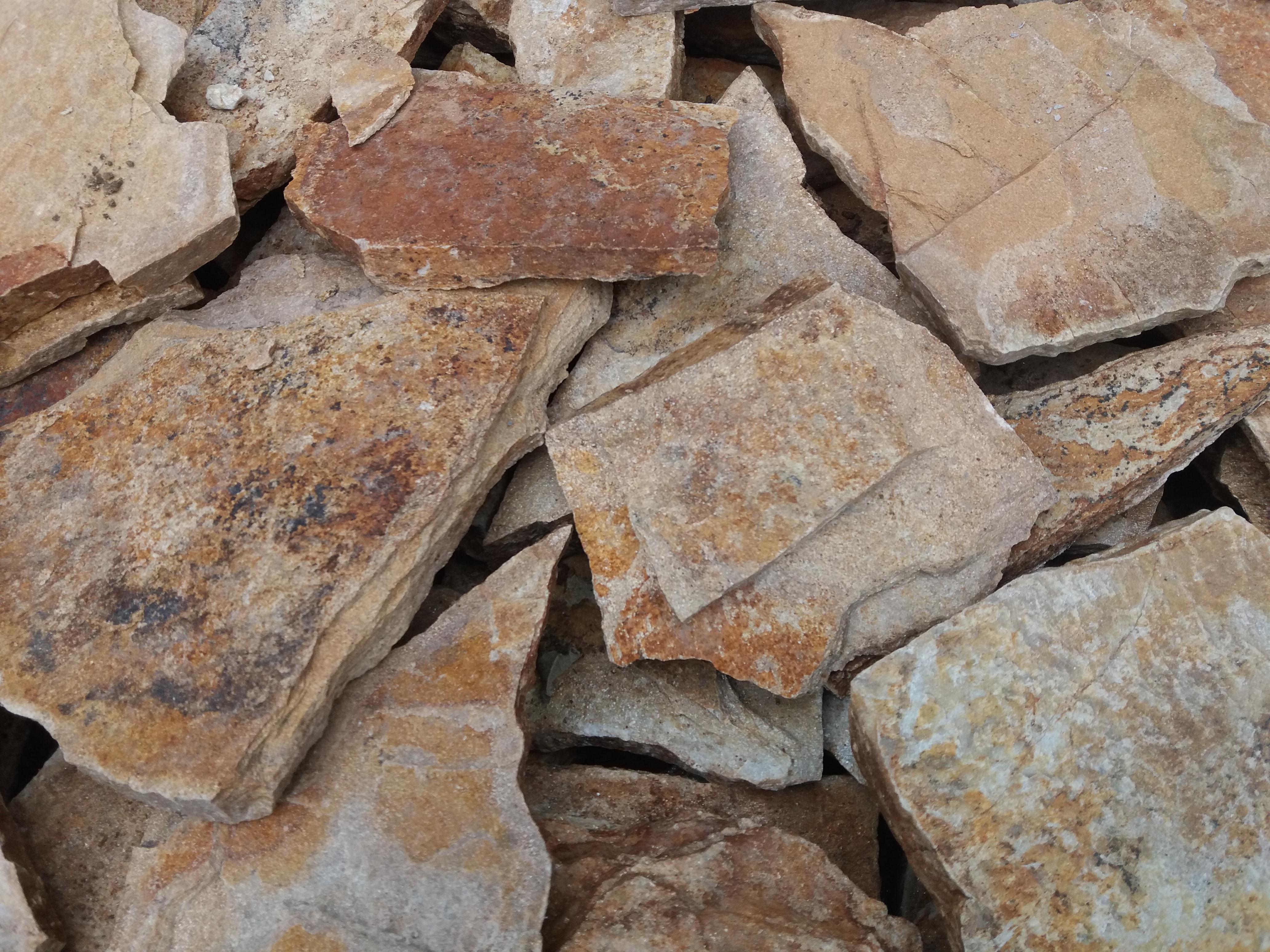 Piatra poligonala bej – 28 RON